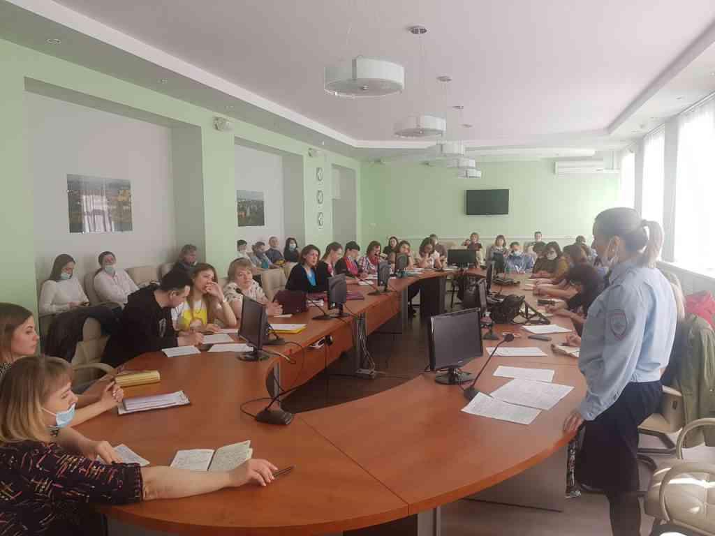 В Центре внешкольной работы прошло педагогическое совещание с участием инспектора по делам несовершеннолетних